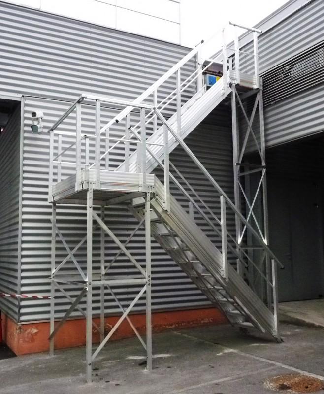 Escaliers industriels passerelles alu et passerelle for Escalier exterieur en aluminium